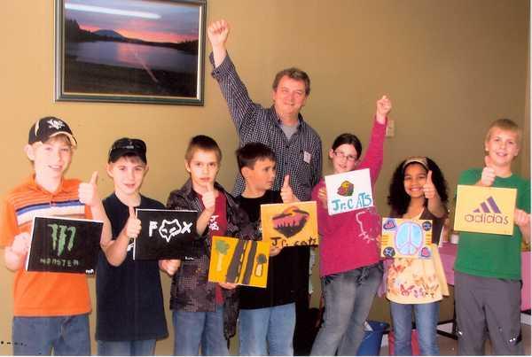 Serge a offert un atelier aux jeunes lors du Symposium d'arts visuels du Nord-Ouest à Grand-Sault au Nouveau-Brunswick en avril 2010